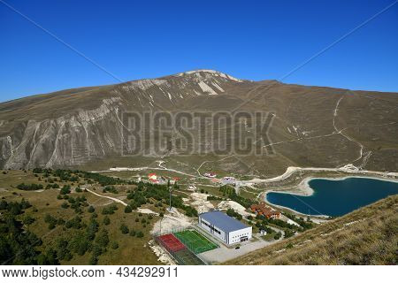 Kazenoy Am And Tourist Resort. Highland Lake On The Southern Slope Of The Andean Mountains - The Lar