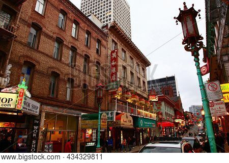 San Francisco - Dec. 27, 2008: Antique Chinese Style Commercial Buildings On Grant Avenue At Commerc
