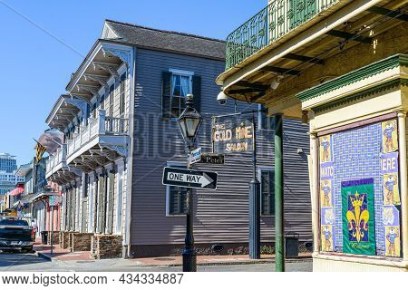 New Orleans, La - September 25: The Gold Mine Saloon In The French Quarter On September 25, 2021 In