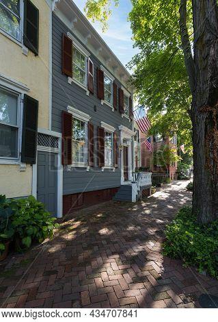 Washington Dc - 13 August 2013: Typical Georgetown Washington Dc Street Scene On O Street Nw With Gr