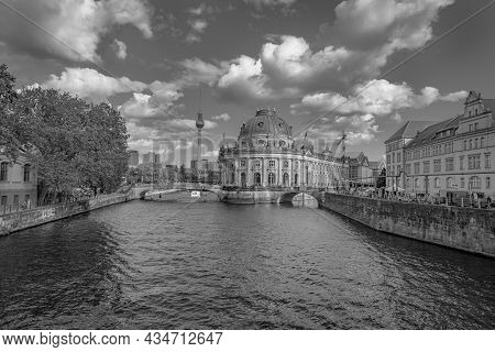 Berlin, Germany - August 28 2017; Old-fashioned Effect In Monochrome Of River Spree Leading To Famou