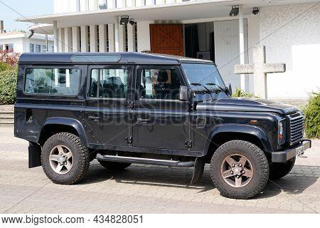 Bordeaux , Aquitaine  France - 09 20 2021 : Land Rover Defender Car Vintage Iconic British Car Off R
