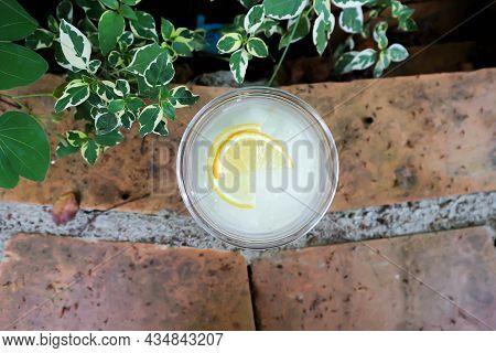 Lime Juice Or Lemon Juice, Lemon Soda Or Tonic Or Soda And Lemon Sliced Topping