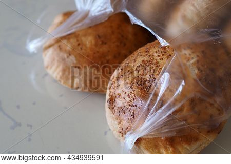 Sesame Bun Made With Wheat Flour, Toasted Bun With Fresh Sesame In The Oven,
