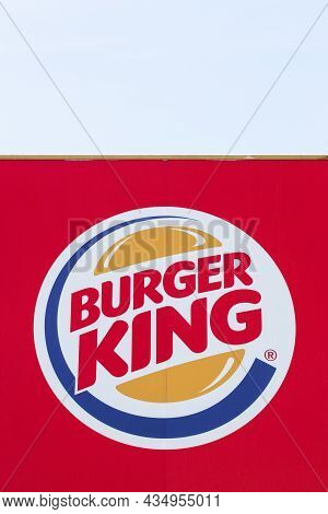 Pierre-benite, France - May 21, 2020: Logo Of The Fast Food Chain Burger King. Burger King Is A Glob