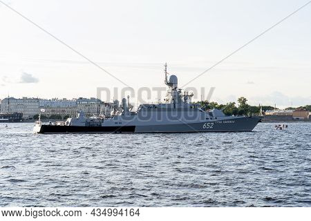St. Petersburg Russia July 21, 2021, The Day Of The Russian Navy Naval Parade Military Destroyers On