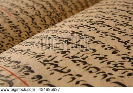 Tashkent, Uzbekistan - August 10, 2009: Ancient Open Book In Arabic. Old Arabic Manuscripts And Text
