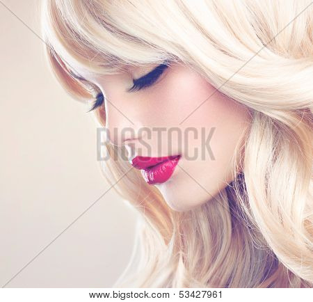 Beauty Girl with Blonde Hair. Beautiful Blond Model Woman Close up Portrait. Perfect Face, clean skin. Soft Photo