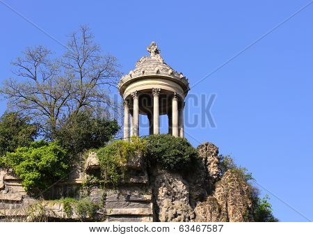 Temple De La Sibylle In Parc Des Buttes Chaumont In Paris, France.