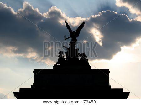 Statue silouhette (Wellington Arch, London)