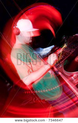 DJ en la discoteca