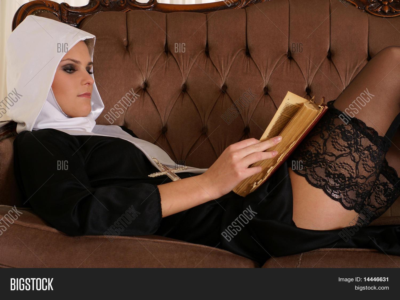 Эротика о монастырях, Наказание (Похотливые монахини в монастыре) 26 фотография
