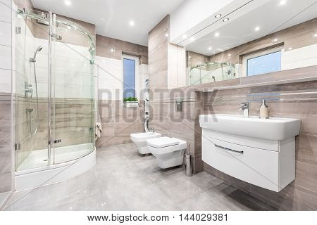 Perfect Bathroom - Spacious And Functional