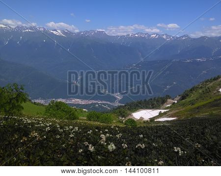 Scenic Alpine landskape vith mountayn Andes ranges. Butch mountayn batskground