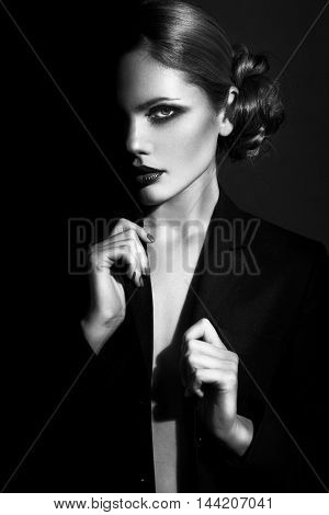 Beauty Fashion Model Girl with pretty haircut. Black and White Portrait