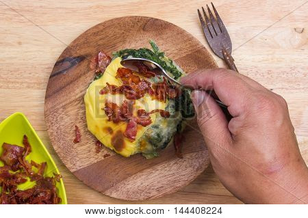 Put crispy bacon on Baked spinach / cooking Baked spinach concept