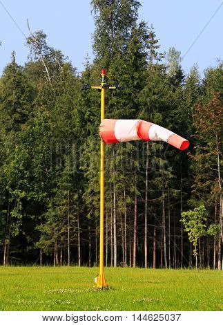 Cone-windsock designed to indicate the direction and approximate wind speed. Mainly used in aviation