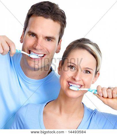 Happy young Couple mit Zahnbürsten. Gesunde Zähne. toothbrushing