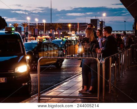 Barcelona, Spain - May 31, 2018: Colorful Dusk With Tourists And Visitors Of Barcelona Waiting For T