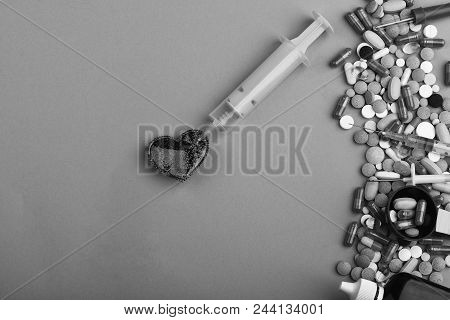 Frame Made Of Round Pills And Capsules Put In Line. Heart Disease And Medicine Concept. Drugs Near H