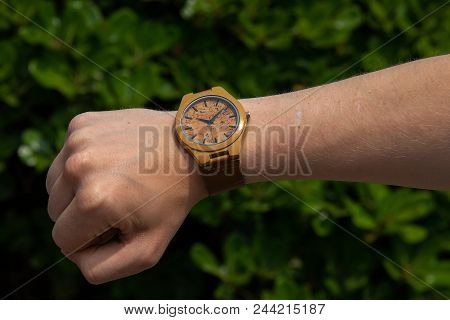 Hand Made Watch Made Of Bamboo. Fashion