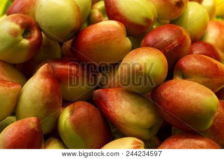 Fresh Organic Peaches Fruit Like Apple, High Vitamin, Healthy Food.peach Is Native Land Of China.it