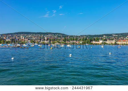 Zurich, Switzerland - May 11, 2018: Lake Zurich, Buildings Of The City Of Zurich In The Background.