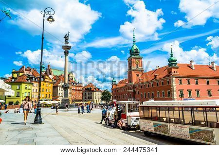 Warsaw, Poland - July 14, 2017: Plac Zamkowy - The Castle Square In Warsaw In Old Town With Royal Pa