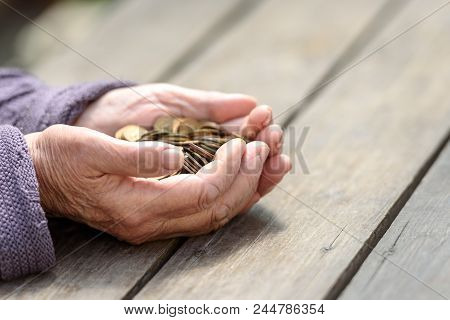 Money, Coins, The Grandmother On Pension And The Concept Of Life, Minimum - Hands Of The Old Woman T