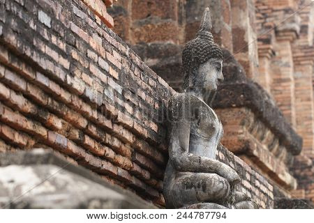 700 Years Old Ancient Stone Buddha Statue In Unsymmetry Stone Wallpaper, Full Body Art Crafting Souv