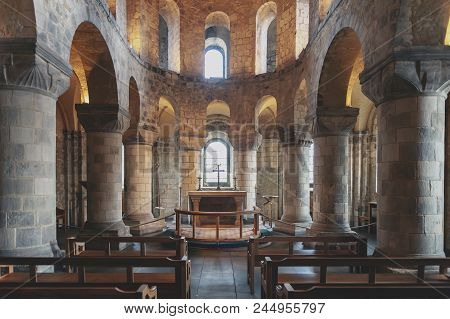 London, Uk - April 2018: The Unique Romanesque Chapel Of St John The Evangelist Inside The White Tow