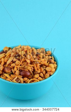 Indian Snacks : Mixture (roasted Nuts With Salt Pepper Masala, Pulses, Channa Masala Dal Green Peas)
