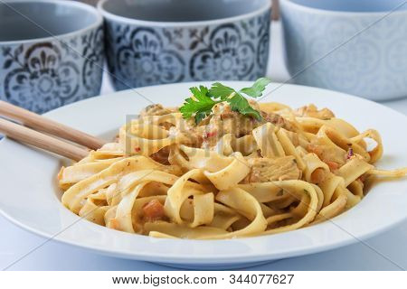 Chinese Style Noodles With Chicken And Vegetables