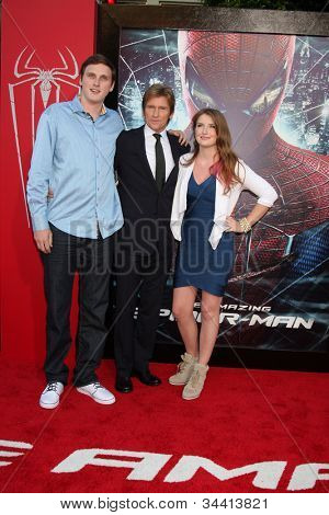 LOS ANGELES - JUN 28:  Denis Leary and children arrives at the