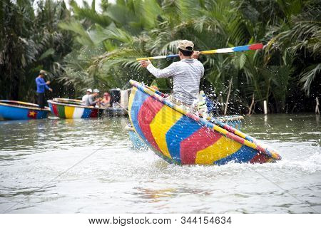 Hoi An, Vietnam-december 9,2019 : Fisherman Demonstrates Spinning On Round Basket Boat . Is A Unique