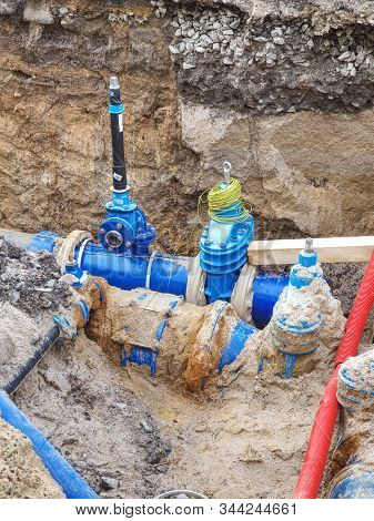 Hdpe Plastic Tubes For Drink Water. Reneval Potable Water System In The City. Laying Drink Water Pip
