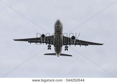 Airplane Landing To Airport