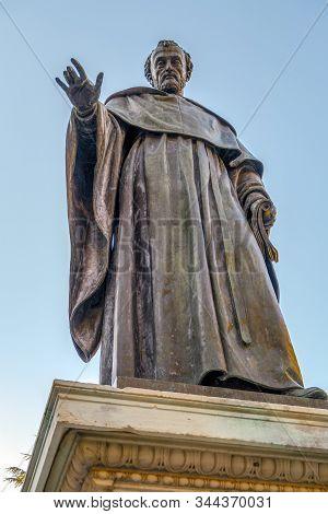 Fray Luis De Leon Sculpture In Salamanca Near University Spain Exterior Image Shot From Public Floor