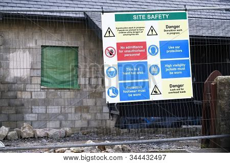 Construction Building Site Health And Safety Sign