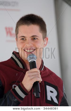 Johnny Ruffo- Singing