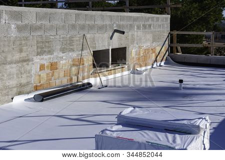 Worker On Application Synthetic Waterproofing Pvc-p And Tpo / Fpo