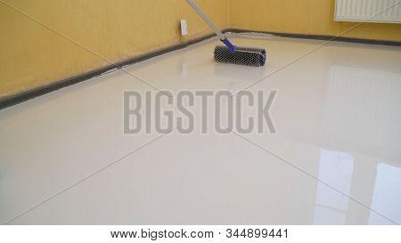 Special Brush For Leveling Bulk Floors. Jellied Bulk Floors Finishing Works - Needle Roller For Bulk