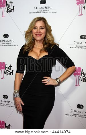 LOS ANGELES - APR 13:  Lisa Ann Walter arrives at the