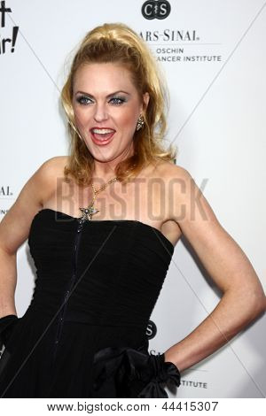 LOS ANGELES - APR 13:  Elaine Hendrix arrives at the