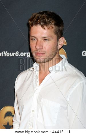 LOS ANGELES - MAY 10:  Ryan Phillippe arrives at the Launch of