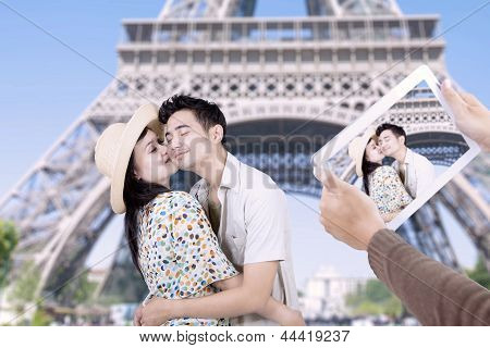 Paris Eiffel Tower Romantic Couple Kissing