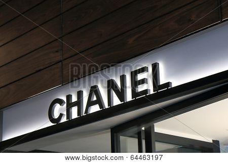 Chanel shop
