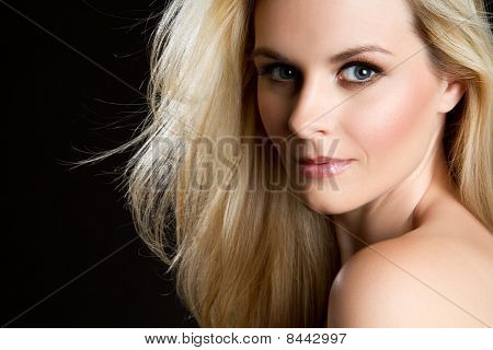 Hermosa mujer rubia