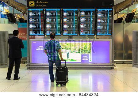 BANGKOK - JANUARY 8 Passengers checking the flight schedule on airport charts at Suvarnabhumi Airpor