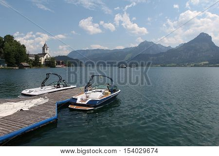 Town of St. Wolfgang / The small tourist town St. Wolfgang on the banks of the Wolfgangsee in Austria